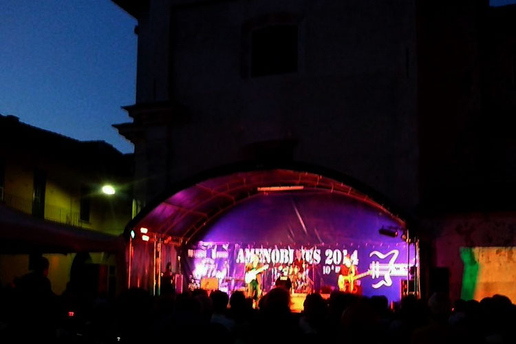 amenoblues-2014-foto-in-piazza-by-night