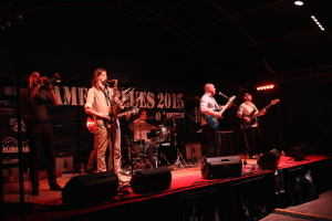 IMG_1231-amenoblues-2015