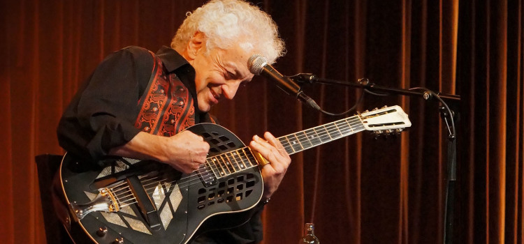 DOUG MACLEOD, VINCITORE DEI BLUES MUSIC AWARDS 2016, CHIUDERÀ LA XII EDIZIONE DI AMENOBLUES FESTIVAL